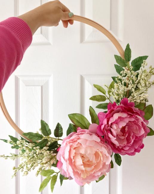 DIY door wreath from   Dreamery Events