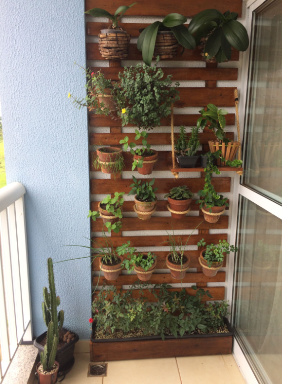 Wall garden on balcony  source