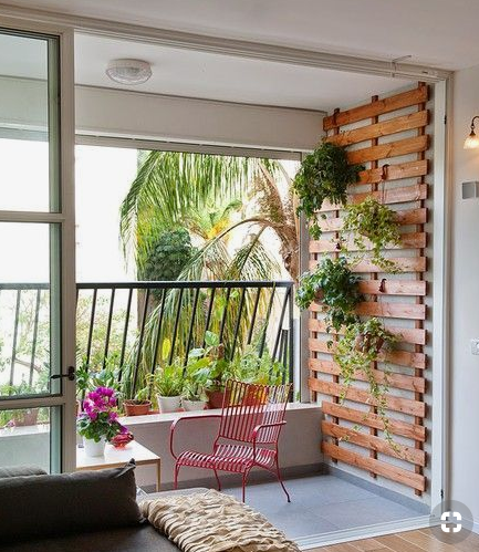 Pallet-style wall garden  source