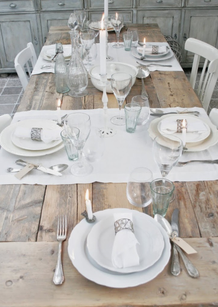 Everyday white tablesetting   source