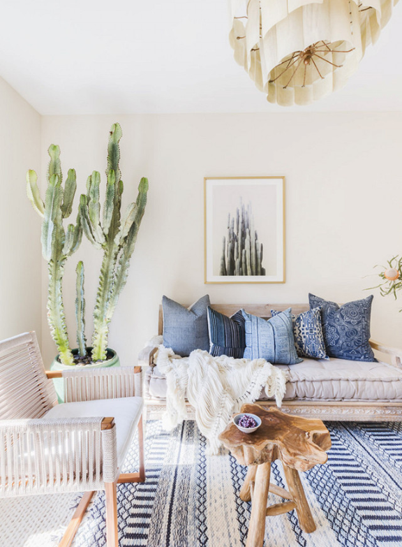 White walls and blue accent decor from   Mix and Chic