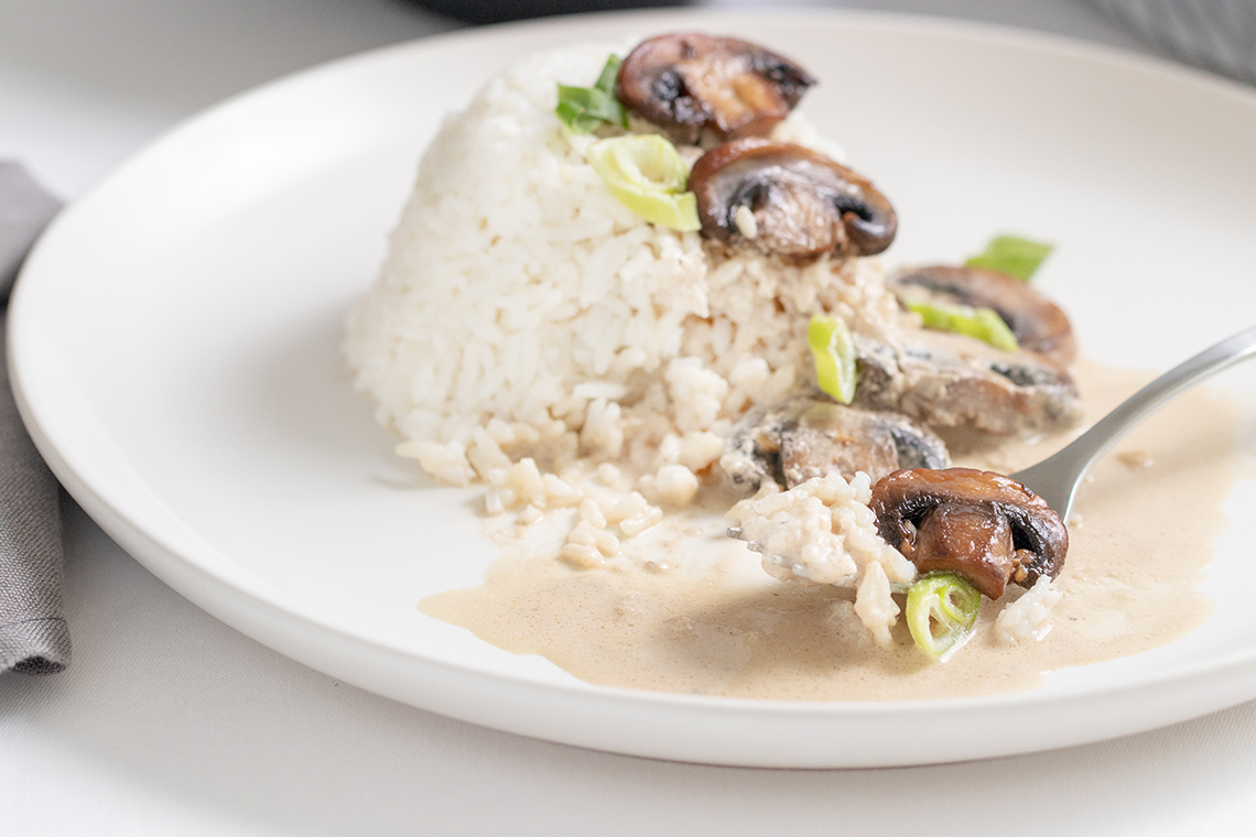 Garlic Mushrooms and Cream Sauce III-9697.jpg