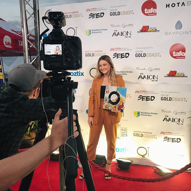 Nominated for 'Breakout Artist of the Year' at the @gcmusicawards tonight & surprised I made it down the red carpet without being an awkward mess, success! Good luck to all the finalists! 🌟🌈💚 •  Hair: @john_salonnook (love your work) Outfit: @sheikeandco  Shoes: @windsorsmith  Cheesy grin: courtesy of me  #gcmusicawards