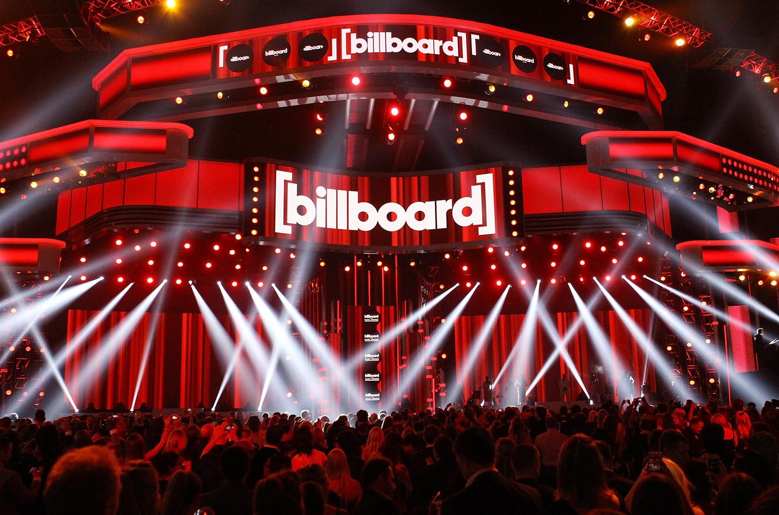 billboard-music-awards-atmosphere-stage-billboard-1548.jpg