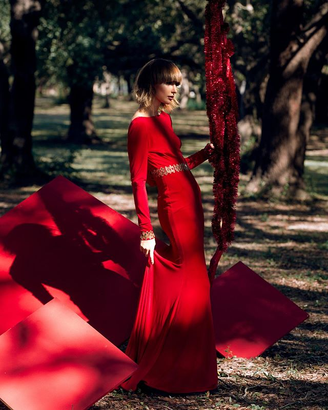 When a vision comes to life. Stay tuned for new work coming soon. @marciamadethis - Photography @rvchelschmvus - Model @acreativecliche - Styling & Concept @beautybyjennaleon - Makeup @iamlaynalove - Hair @difidesign - Set Design • • • #MarciasWorkshop #Red #FineArtPhotography #FashionPhotography #Model #Modeling #Fashion #Stylist #OrlandoPhotographer #FloridaPhotographer #Orlando #Retoucher #design #Editorial #photolife #respecttheshooter #instagrammers #photooftheday #photoart #exploreeverything #wanderlust #neverstopexploring #runway #beautiful #setdesign #makeup #wigs #blackphotographer #creativenomad