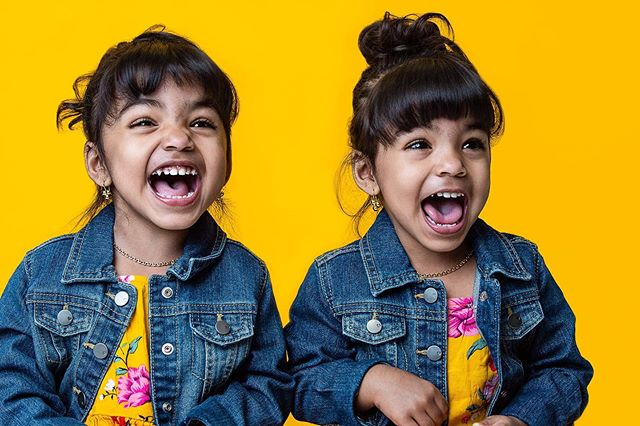 I see two big smiles. Get a kid comfortable in front of a camera and the cutest things happen. Headshot Sale still going on. Message me or visit my site to book your session! 📸: @marciamadethis  #shotaturban • • • #MarciasWorkshop #twins #headshots #portraitphotographer #Model #Modeling #childphotography #doubletrouble #style #OrlandoPhotographer #FloridaPhotographer #Orlando #Retoucher #Photoshop #Adobe #smile #kids #familyphotography #Canon5Dmarkiii