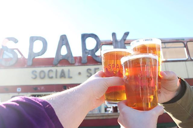 It's always a perfect day to enjoy a cold one at the park, especially today when you can pair that drink with something delicious from @lajefasf @kabobtrolley @littlegreencyclo @curryupnow @SproCoffeelab @FiretrailPizza @KoJaKitchen @PokeDelish @nuchaempanadas @bowldacai @adamsgrubtruck @torrakuramen or @powdershavedsnow! 😋🍴 #MissionBaySF #SPARKSocialSF