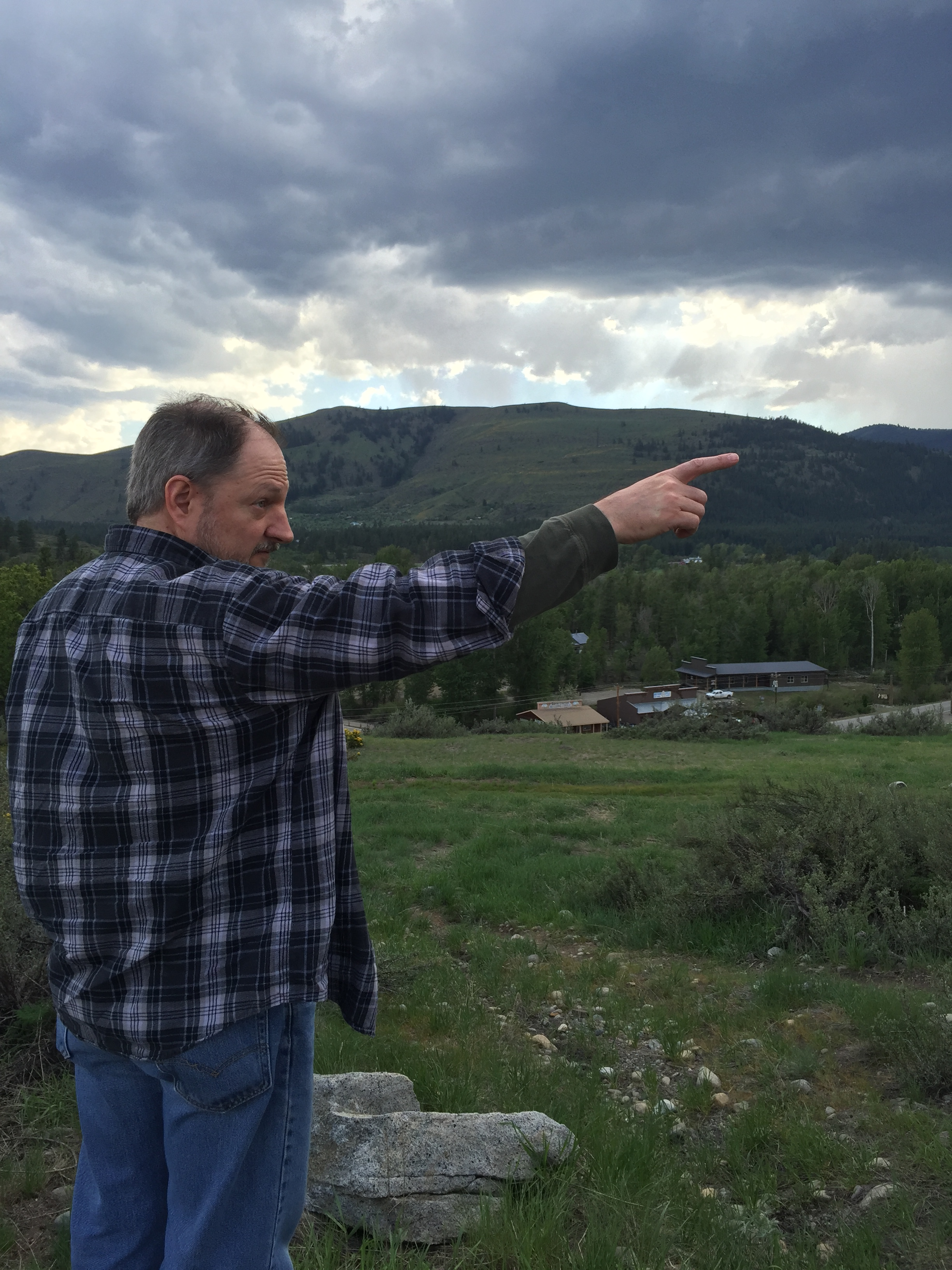 Dad finding a hawk in the Methow Valley