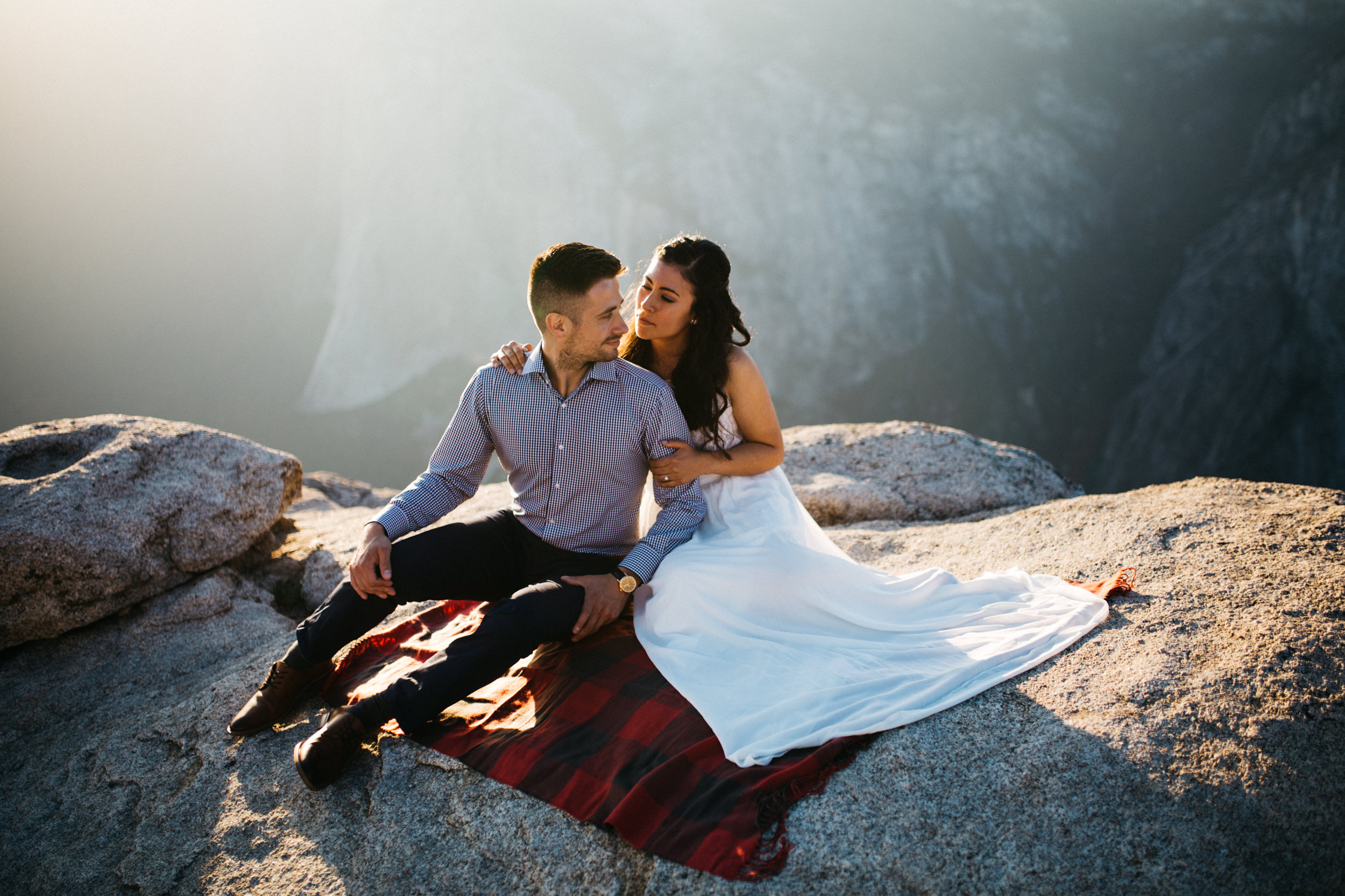 taft_point_yosemite_engagement_session-10.jpg