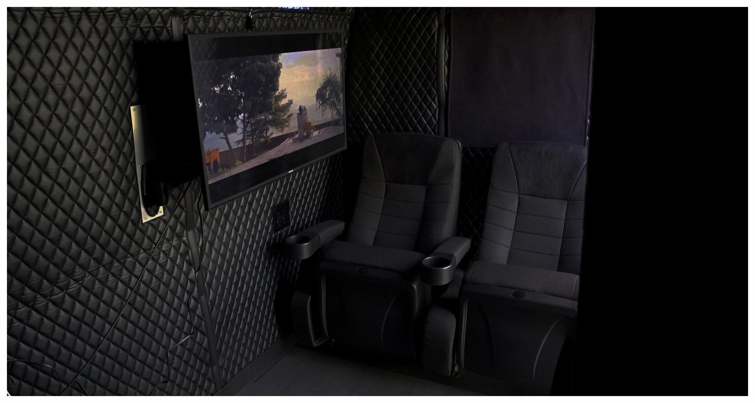 monitors_wide_seats1a1.jpg