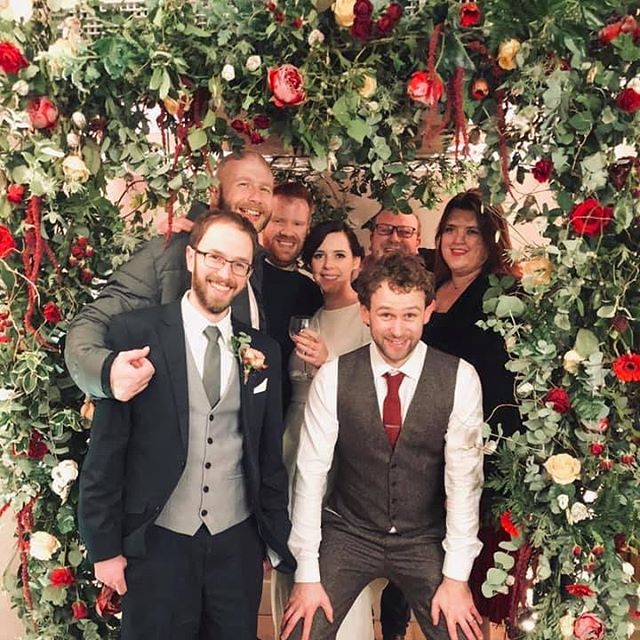Wedding guests enjoying my winter wedding flower frame. 🌹 #flowers #weddingflowers #winterwedding #wedding #bride #flowerframe