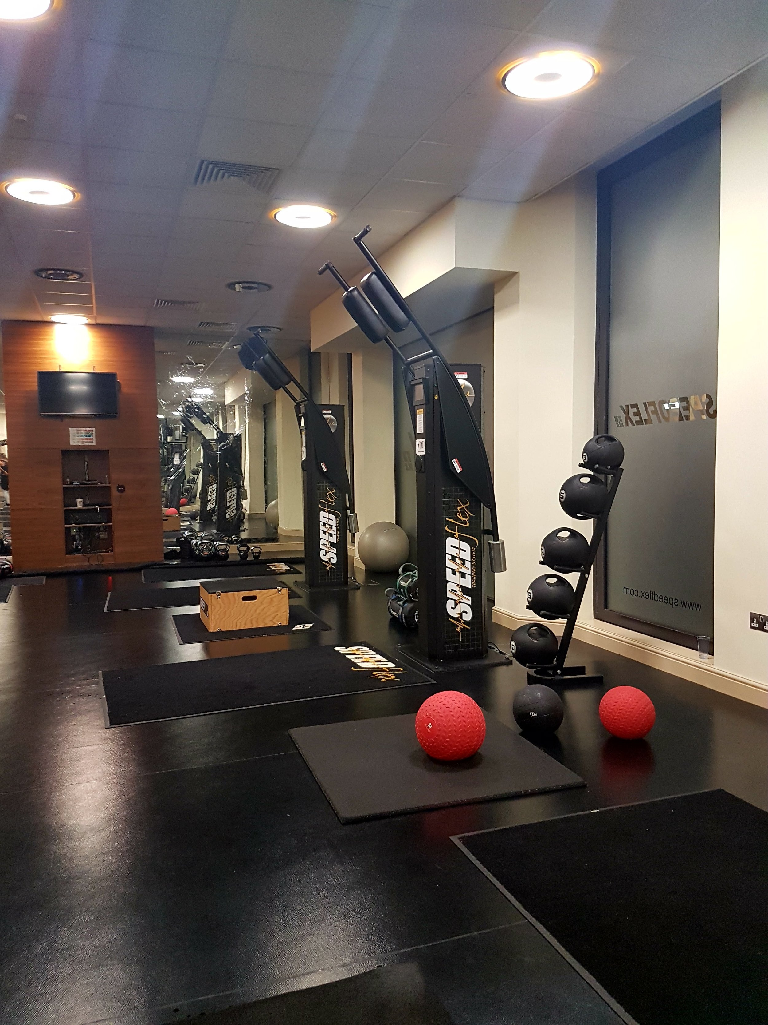 Speedflex sessions include movements on the Speedflex machines, step-ups, battle-ropes, kettle bells and wall balls.