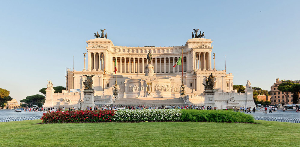 3-Piazza-Venezia-Il-Vittoriano-Studying-in-Italy-at-BAU-International-Academy-of-Rome.jpg