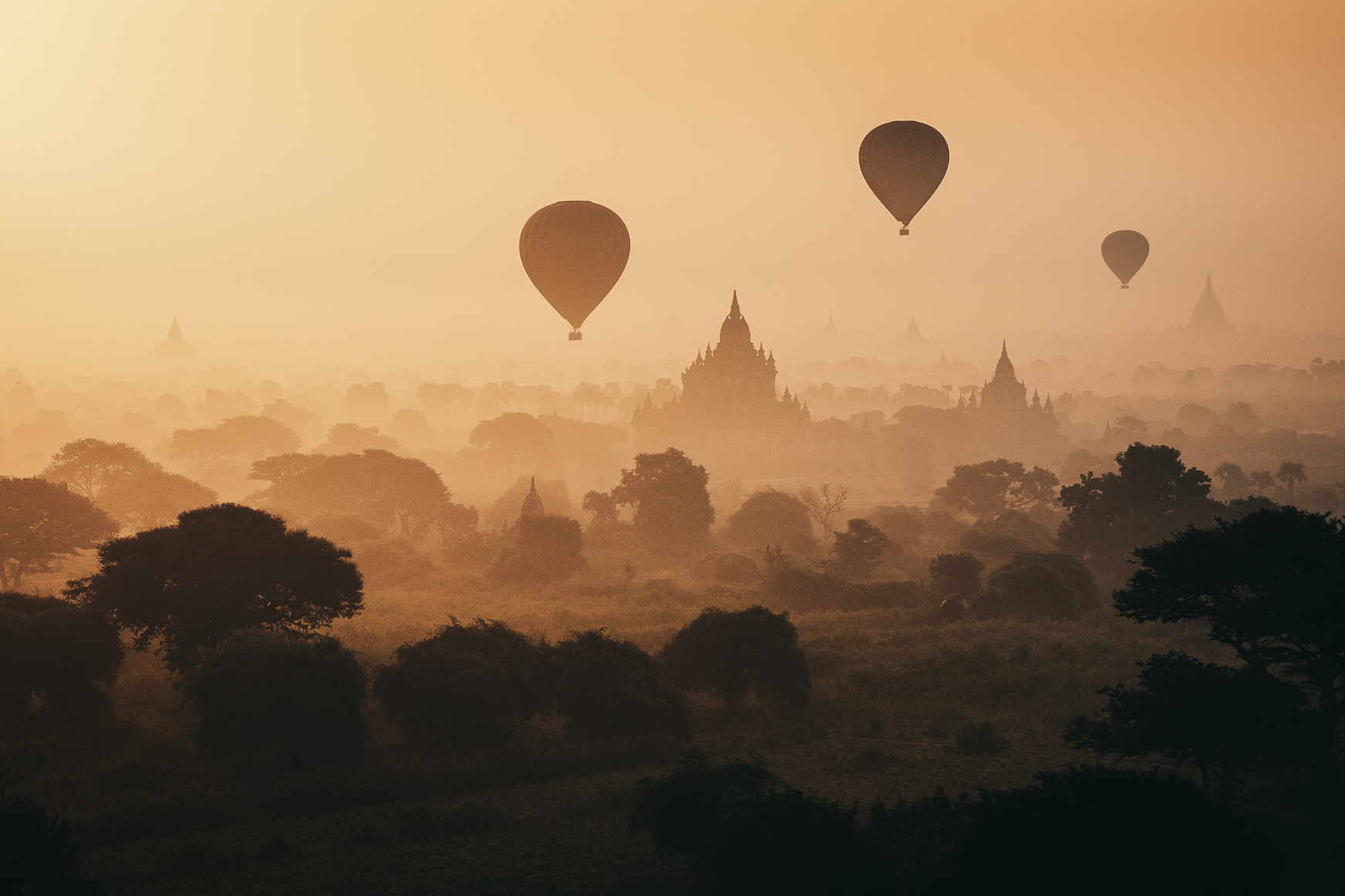 Balloons_Over_Bagan_2.jpg