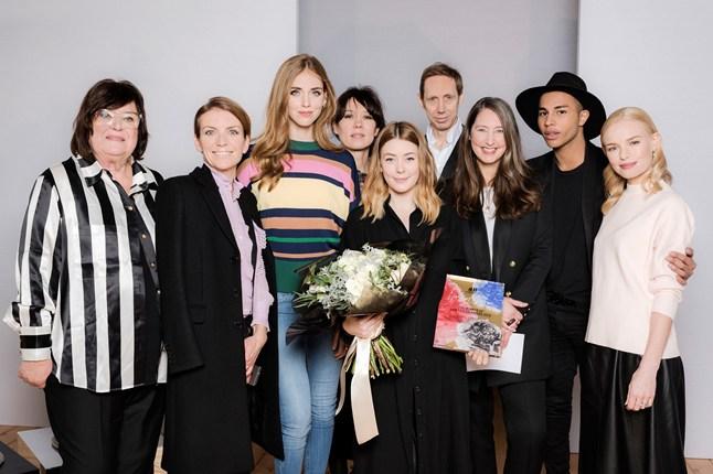 jury-group-with-winner-hmda16-Vogue-8Dec15_b_646x430.jpg