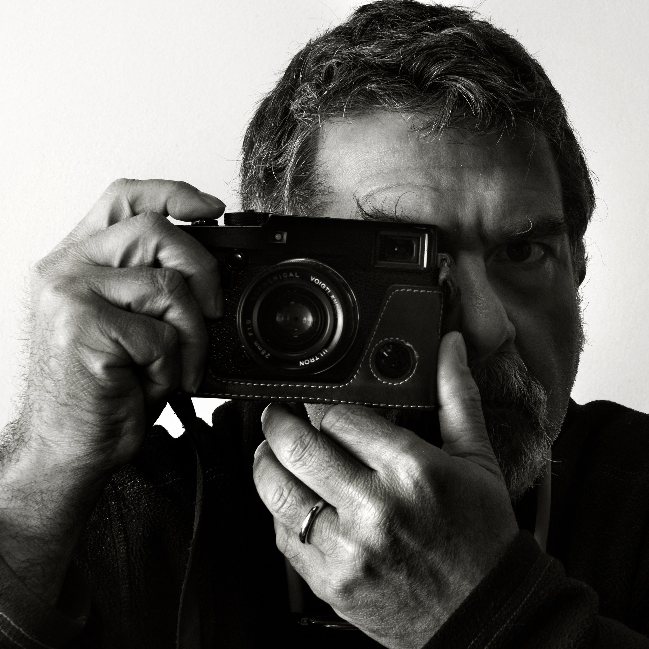 """Giacomo D'Aguanno - Guest Expert  Born in Palermo in 1961. Since 1987 he has worked as a professional photographer, dealing with advertising, industrial and reportage photography. At the same time he deals with social issues related to the city of Palermo. In 2006 Giacomo's photo essay """"Palermomare""""was exhibited at """"Visa pour l'image"""" 18th edition in Perpignan (France)"""