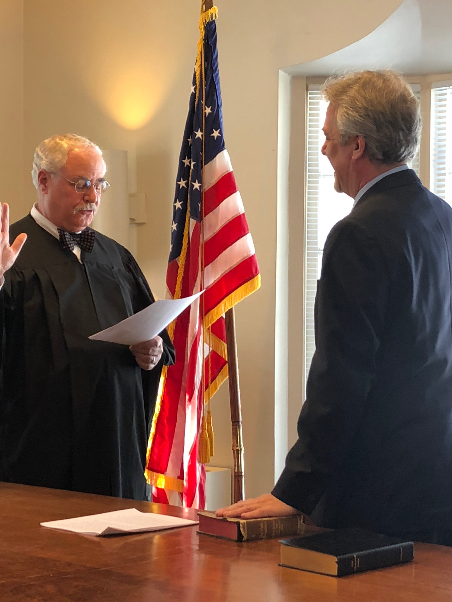 Town Justice Ira Clair swears in Kevin Hansan as Town Supervisor.