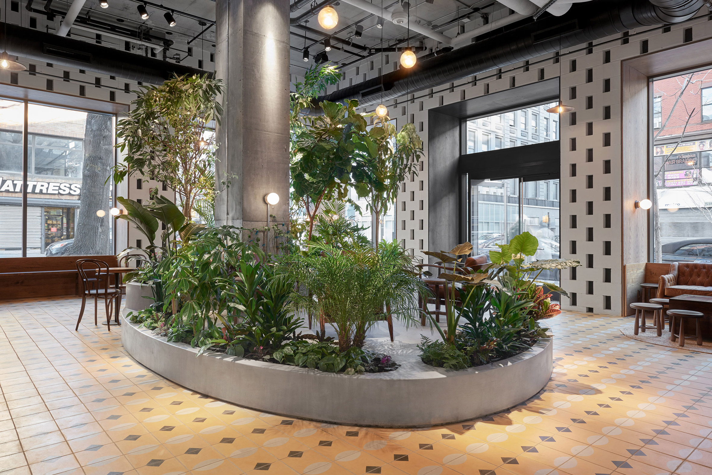 devocion-cafe-lot-interiors-brooklyn-new-york-city-usa_dezeen_2364_col_3.jpg