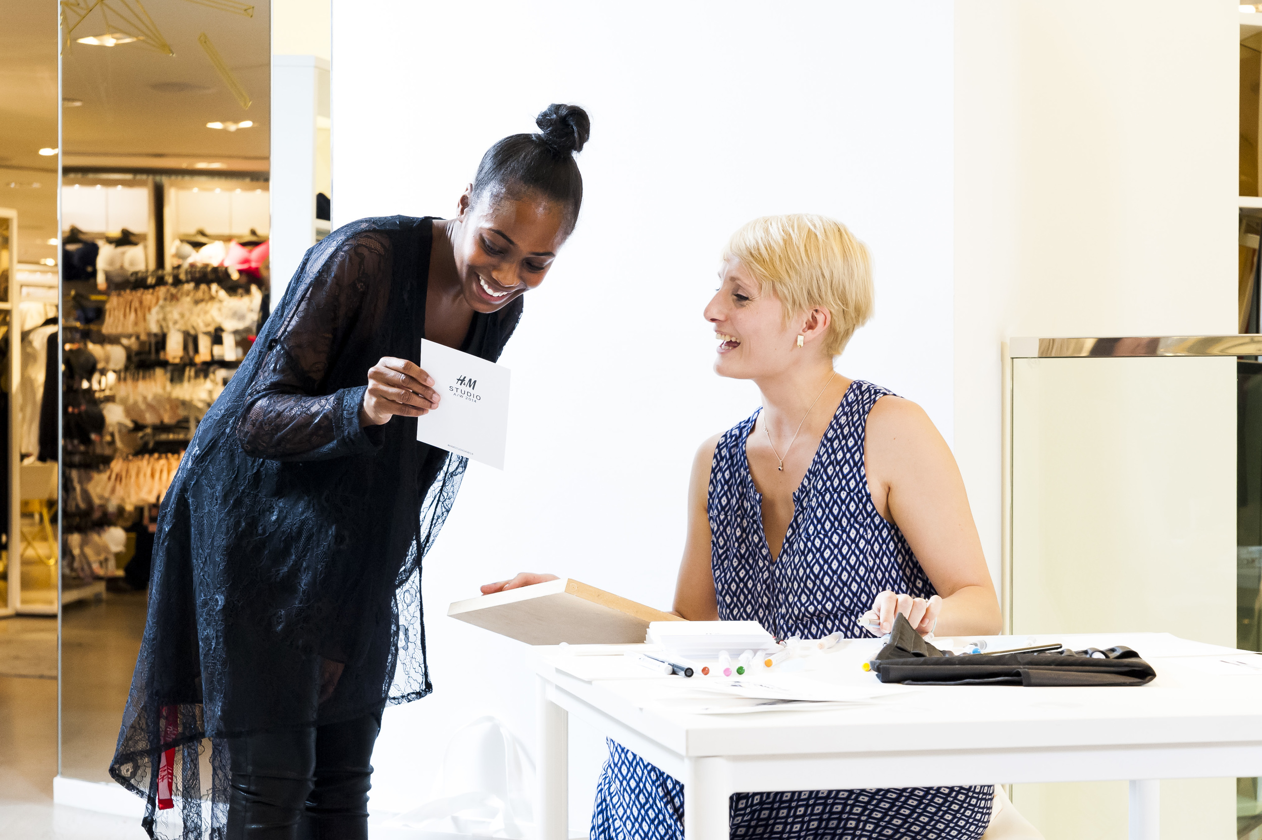 Willa Gebbie live fashion illustration at H&M, Oxford Street, London with LiL colective