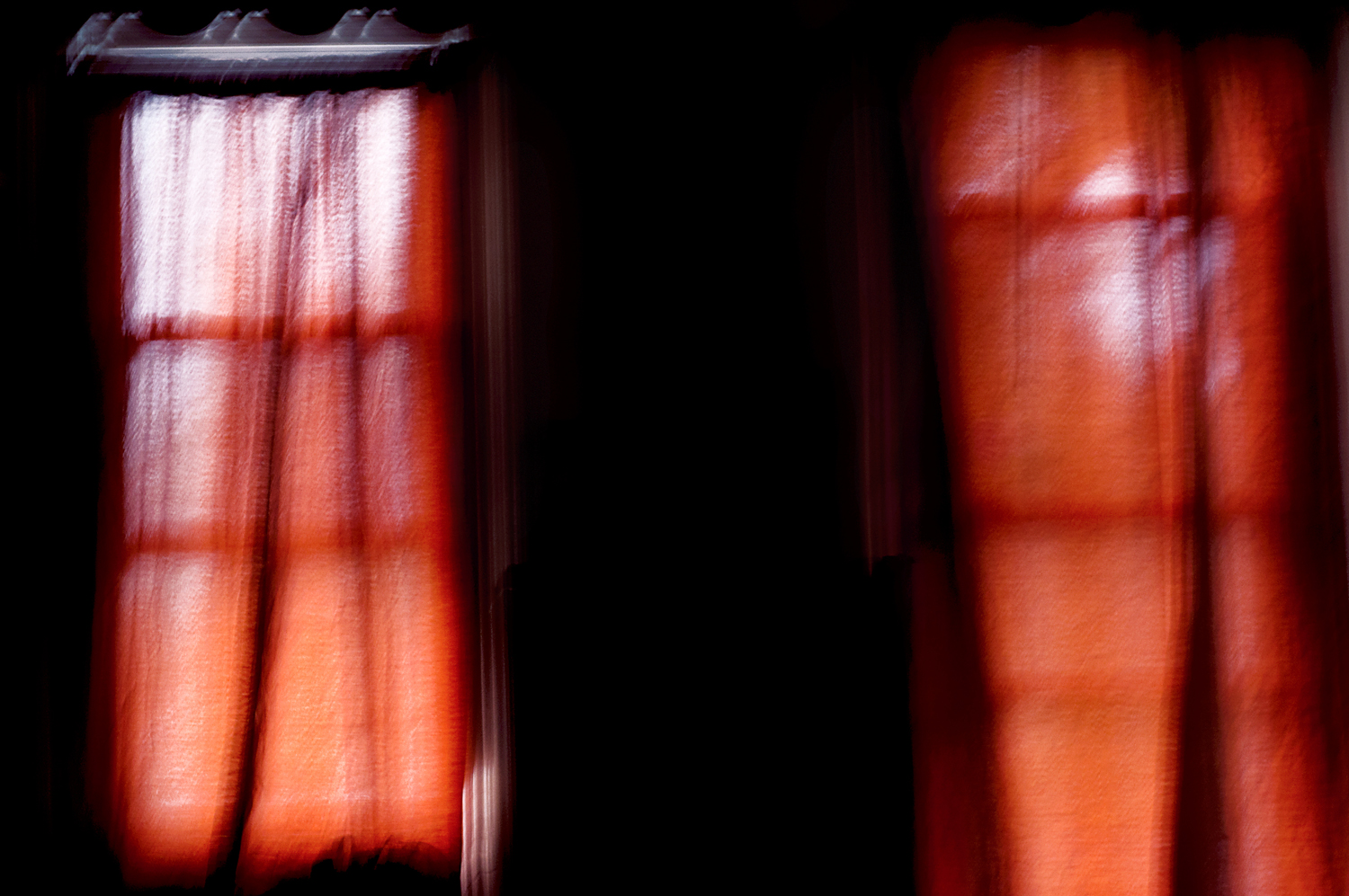 red_window_curtains.jpg