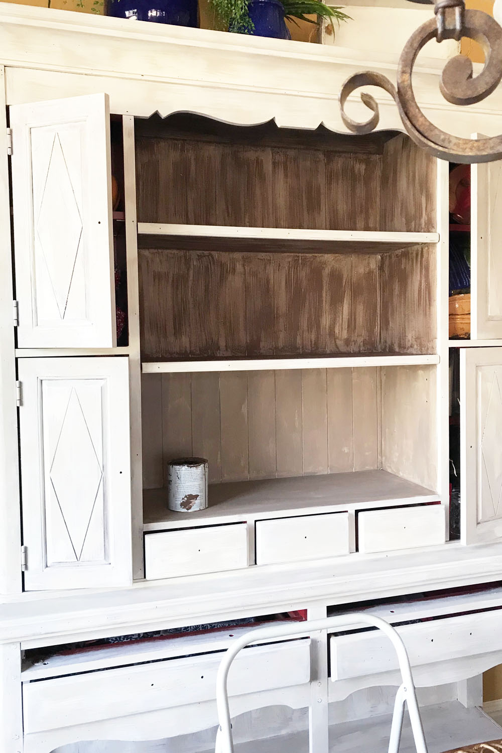 During the process of dry brushing Honfleur over the solid coat of Coco on the inner shelves.