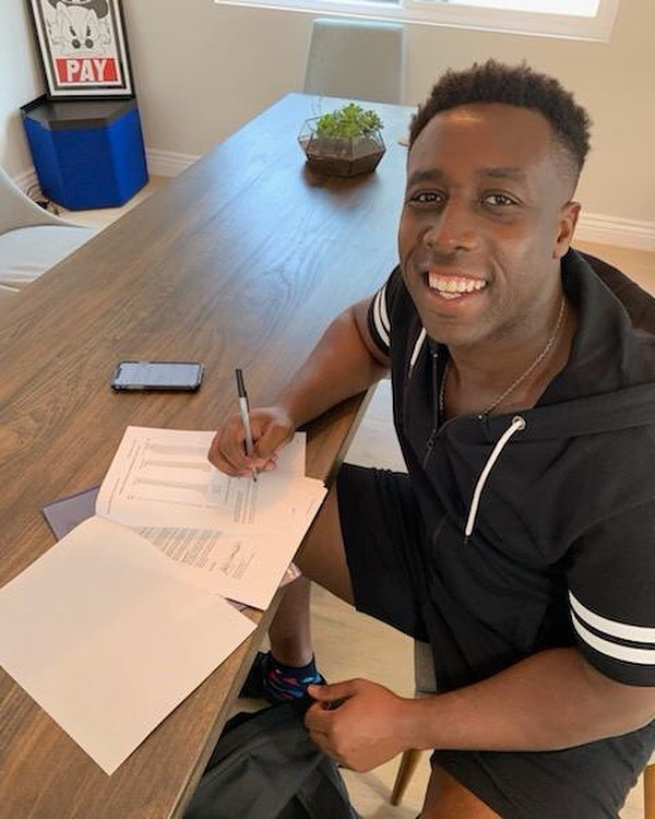 Just signed a deal with newly formed entertainment company ESM Entrainment. I'm really excited, almost quit music, I'm proud i didn't give up on myself and my dreams. I'm their first signee. Now time to work 🔥🔥🔥