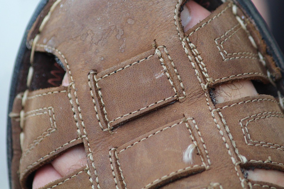 remove a sandal