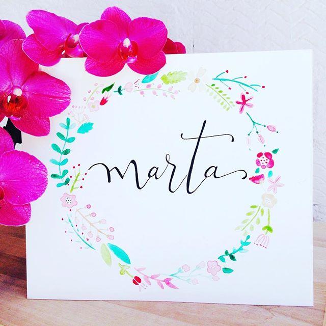 Bueno bueno Mari Pilis, que ideal la corona de flores de acuarela con nombre para comuniones, o decorar las habitaciones o incluso para bodas!!! 😱😱😱 que eventos tan bonitos con estas láminas!!! #concarinoyenpapel #comuniones #bodas #decoracion #lettering #laminasdecorativas #montecarmelo #tiendasbonitasmadrid #acuarela #coronasdeflores