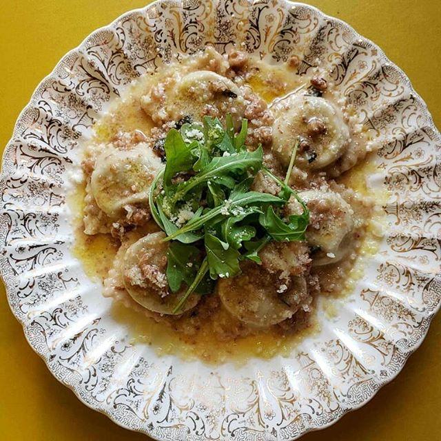 The crew at Della is putting up some killer specials tonight. Kale and ricotta ravioli, walnut brown butter sauce, parm, fresh arugula Orange cardamom panna cotta, cardamom cocoa dust, caramel pistachio bark. . . . #ravioli #pannacotta #harmonyitalian #zelienopleitalian #pittsburghitalian #dellaterra #localitalian #oftheearth #thefeedfeed #huffposttaste #food52gram #food52 #forkyeah #getsome #onmytable #whatsfordinner #fridaynight #handmadepasta #pastapasta #pastatime