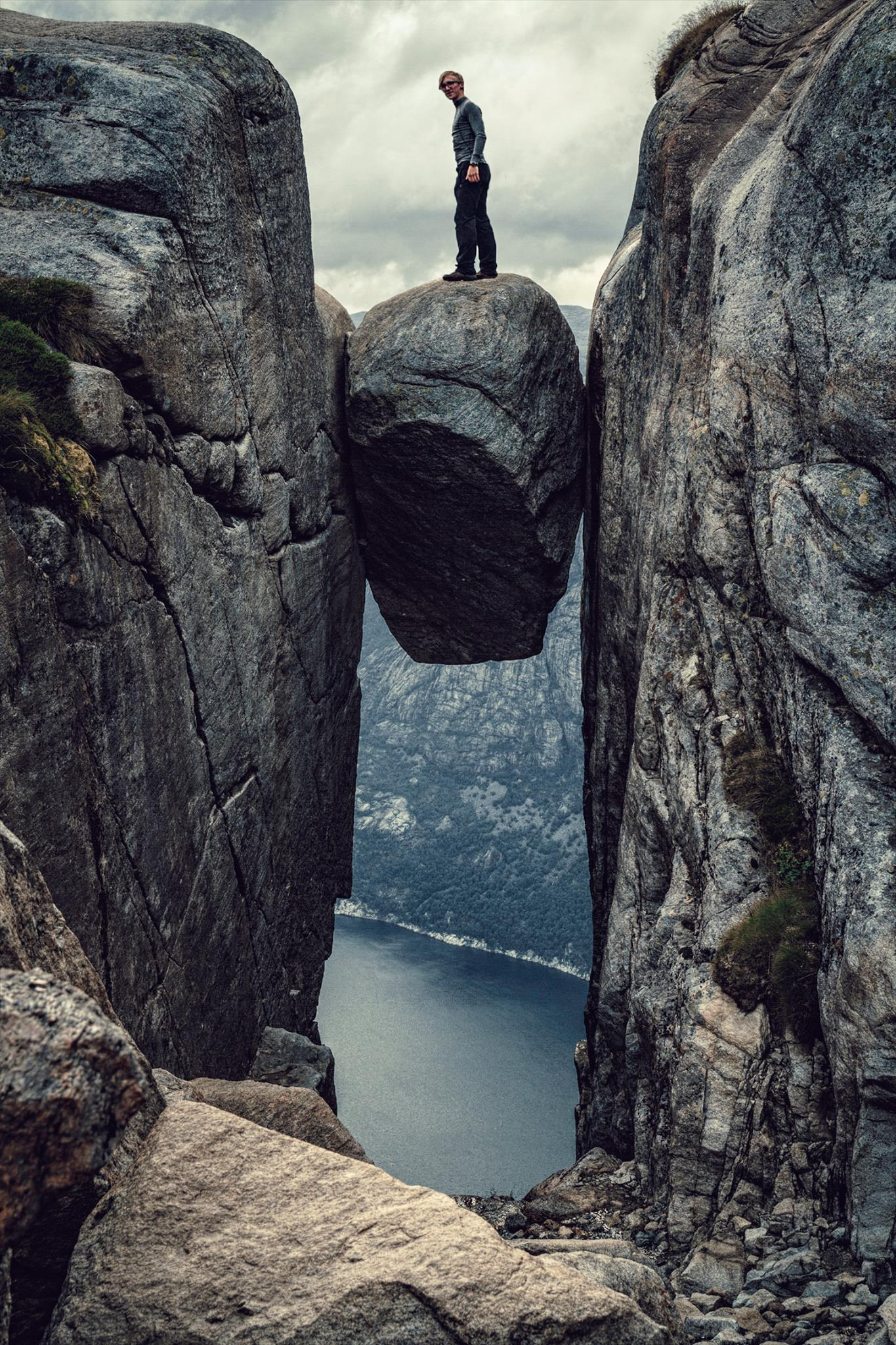 Standing on Kjeragbolten on a 1000m abyss above the Lysefjord | Norway