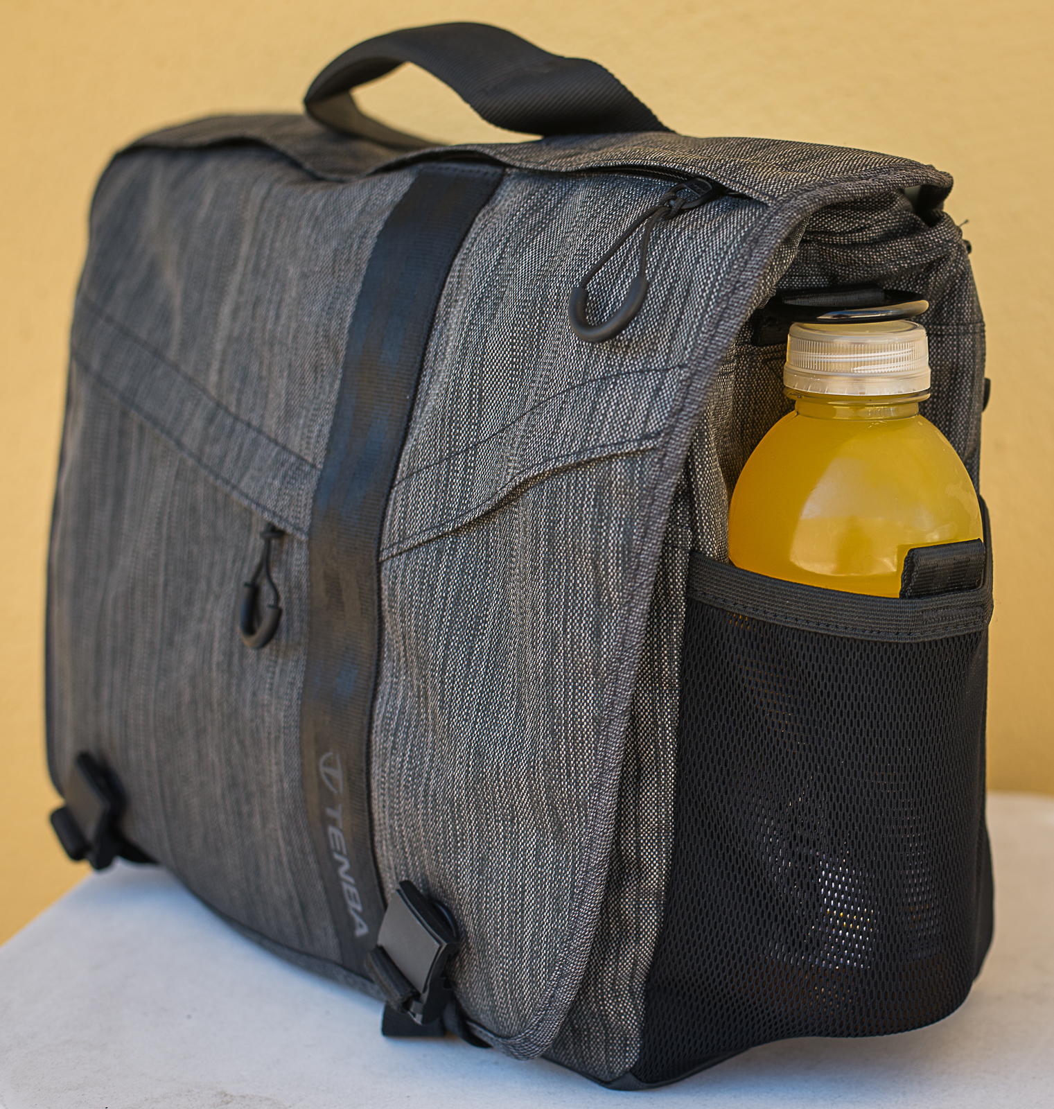 Stretch mesh side pockets well suited to 20oz bottles.