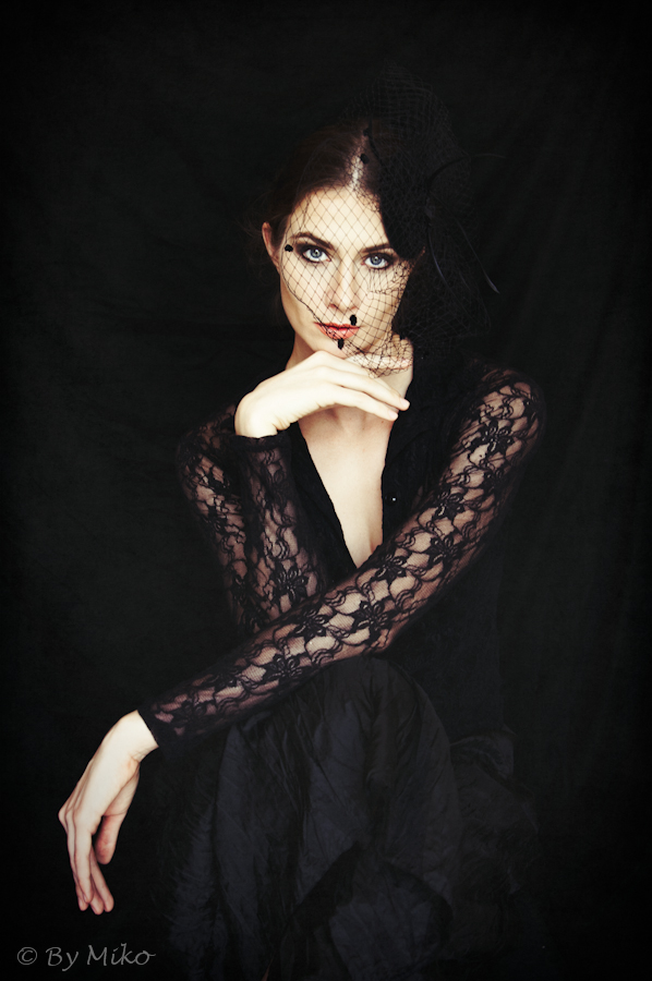 model: Arina Kamynina