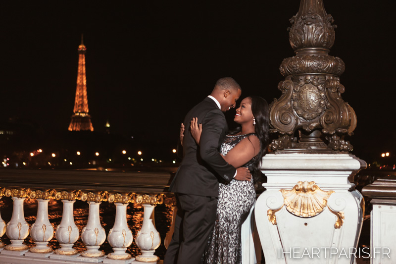 Couple Eiffel Alexander Night I heart Paris