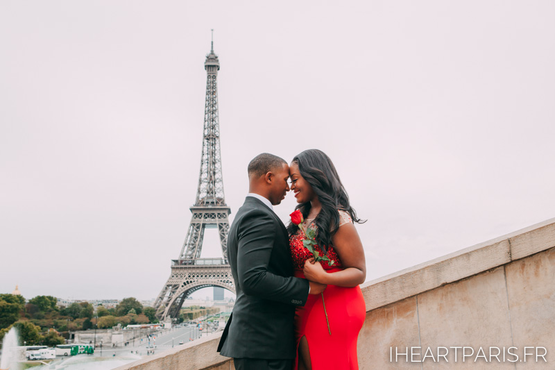 Couple Eiffel Tower Trocadero I heart Paris Roses