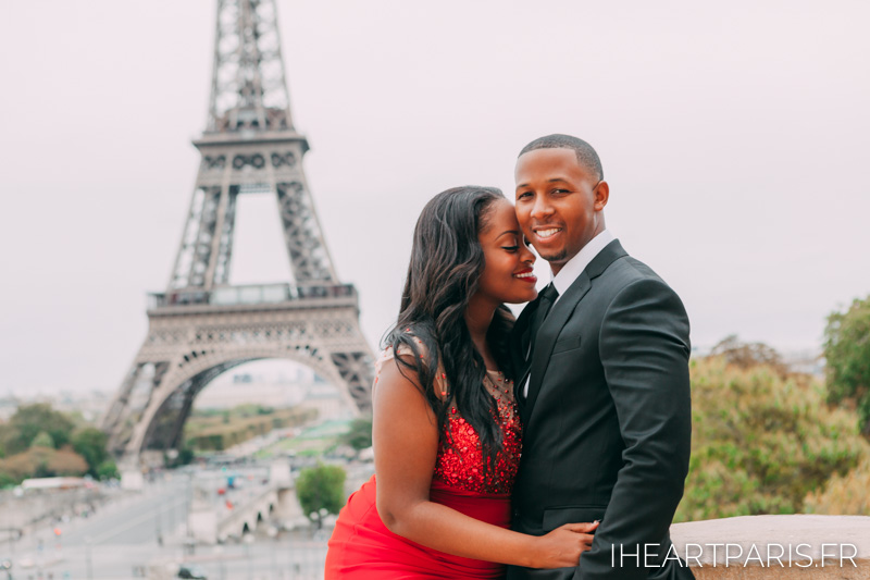 Couple Eiffel Trocadero I heart Paris