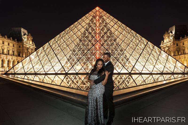 Couple Louvre Night I Heart Paris Pyramid