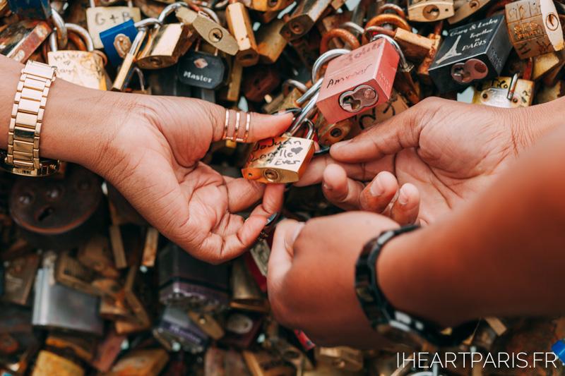 Couple Love Lock I heart Paris