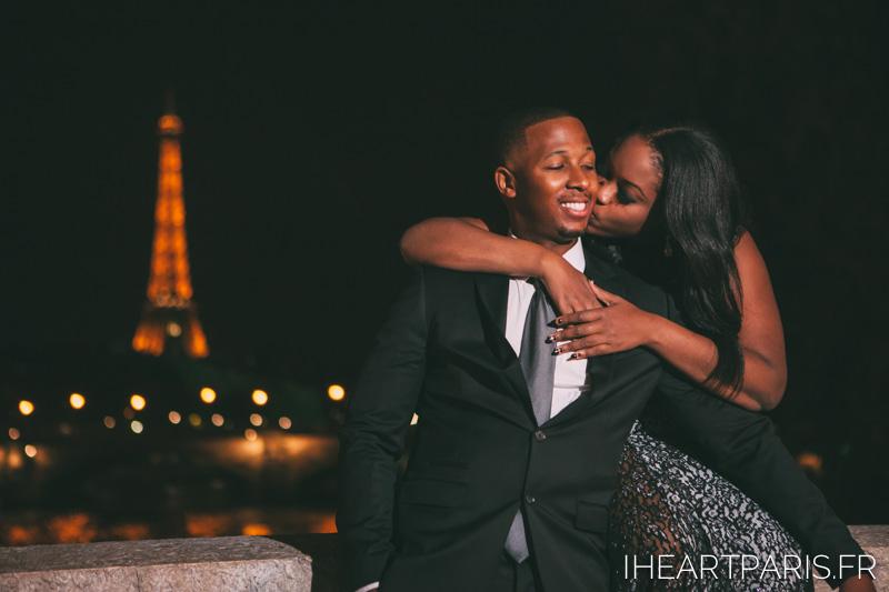 Couple Night Eiffel Alexander 3 I heart Paris