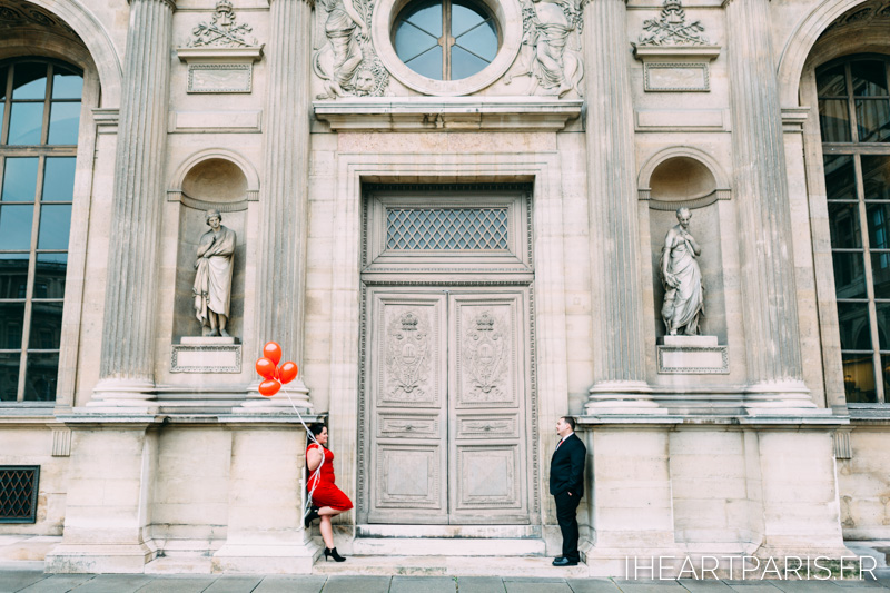 Engagement Paris Session Louvre Balloons IheartParisfr