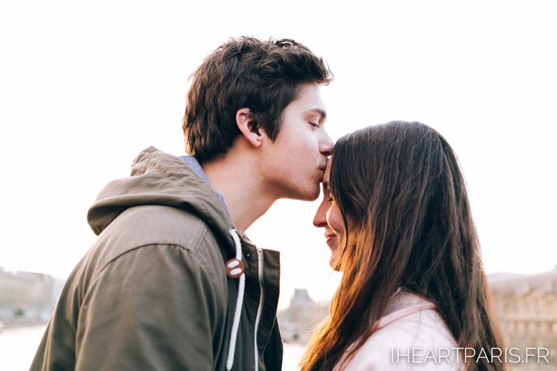 photographer in paris couple kiss minisession iheartparisfr