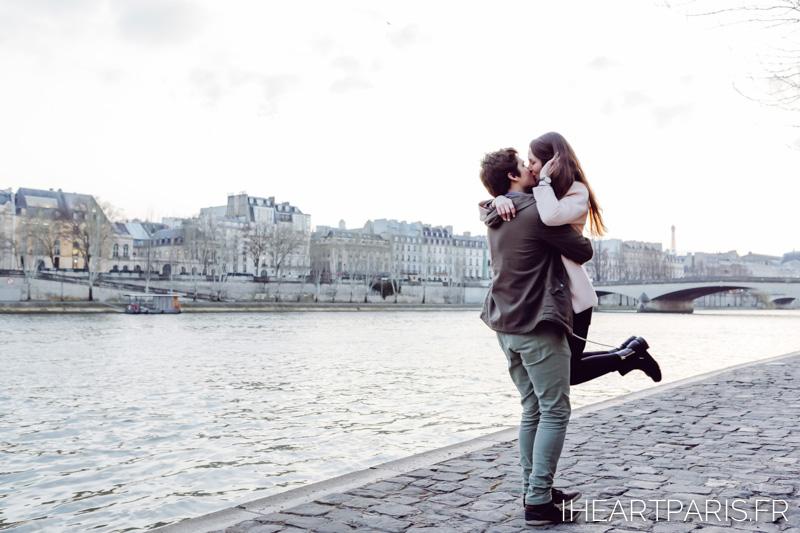 paris photographer couple minisession seine iheartparisfr