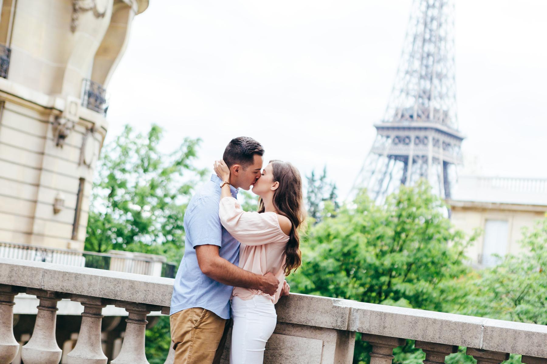 Paris Photographer Couple Photoshoot Eiffel Tower iheartparisfr