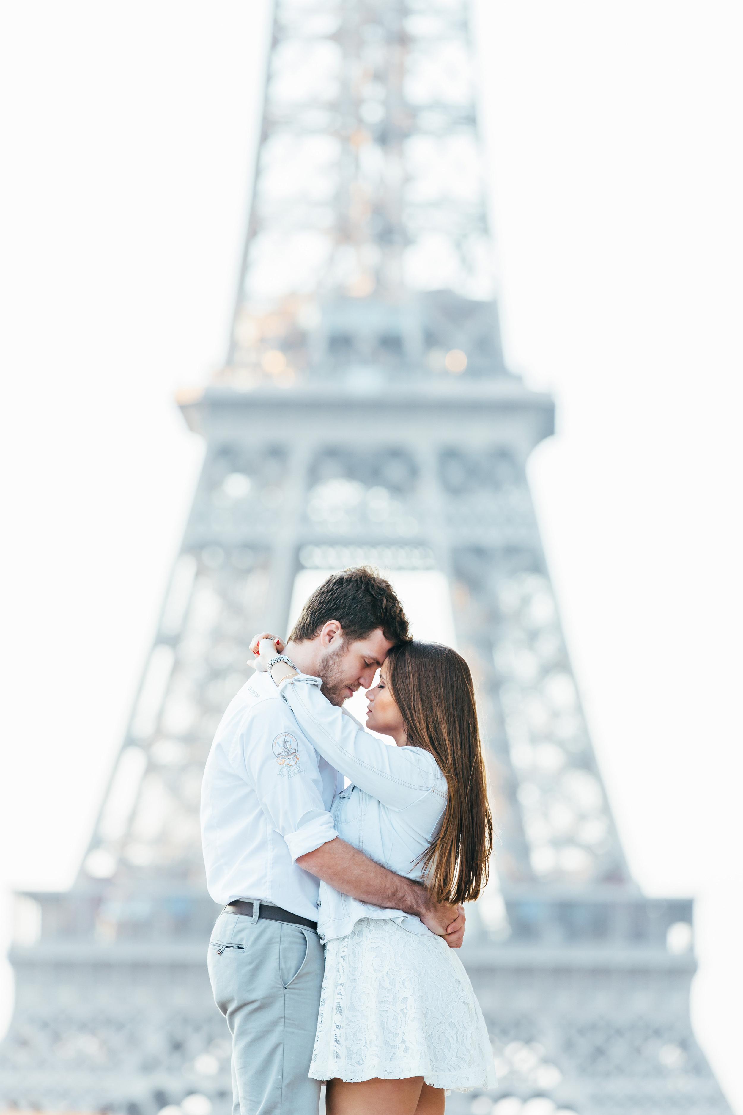 Photographer in Paris Tour Eiffel Lovestory Trocadero Iheartparisfr