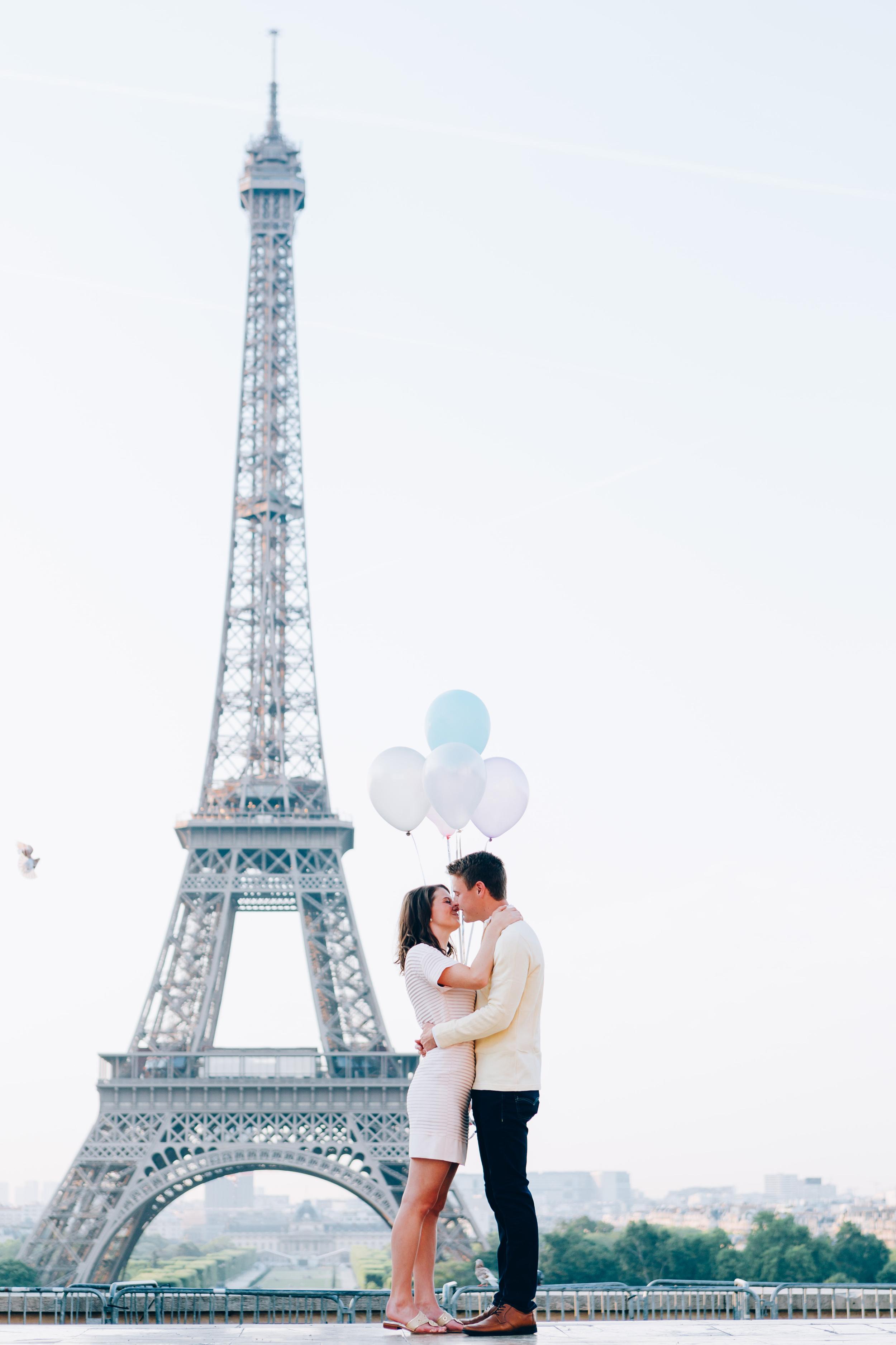 Paris-Photographer-Eiffel-Tower-Surprise-Proposal-Pigeons-Kiss-Iheartparisfr.jpg