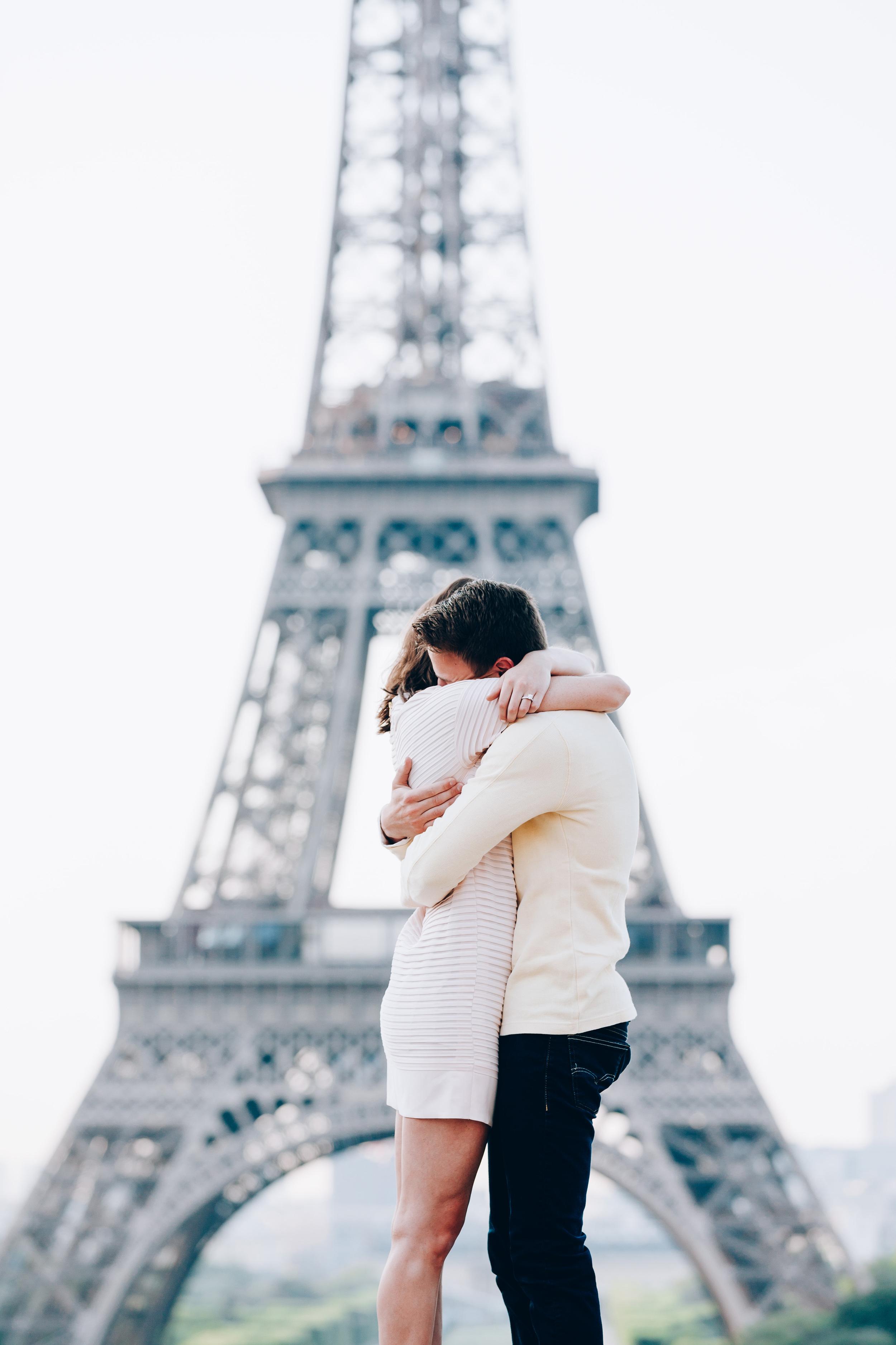 Photographer-in-Paris-Eiffel-Tower-Surprise-Proposal-SheSaidYes-Iheartparisfr.jpg
