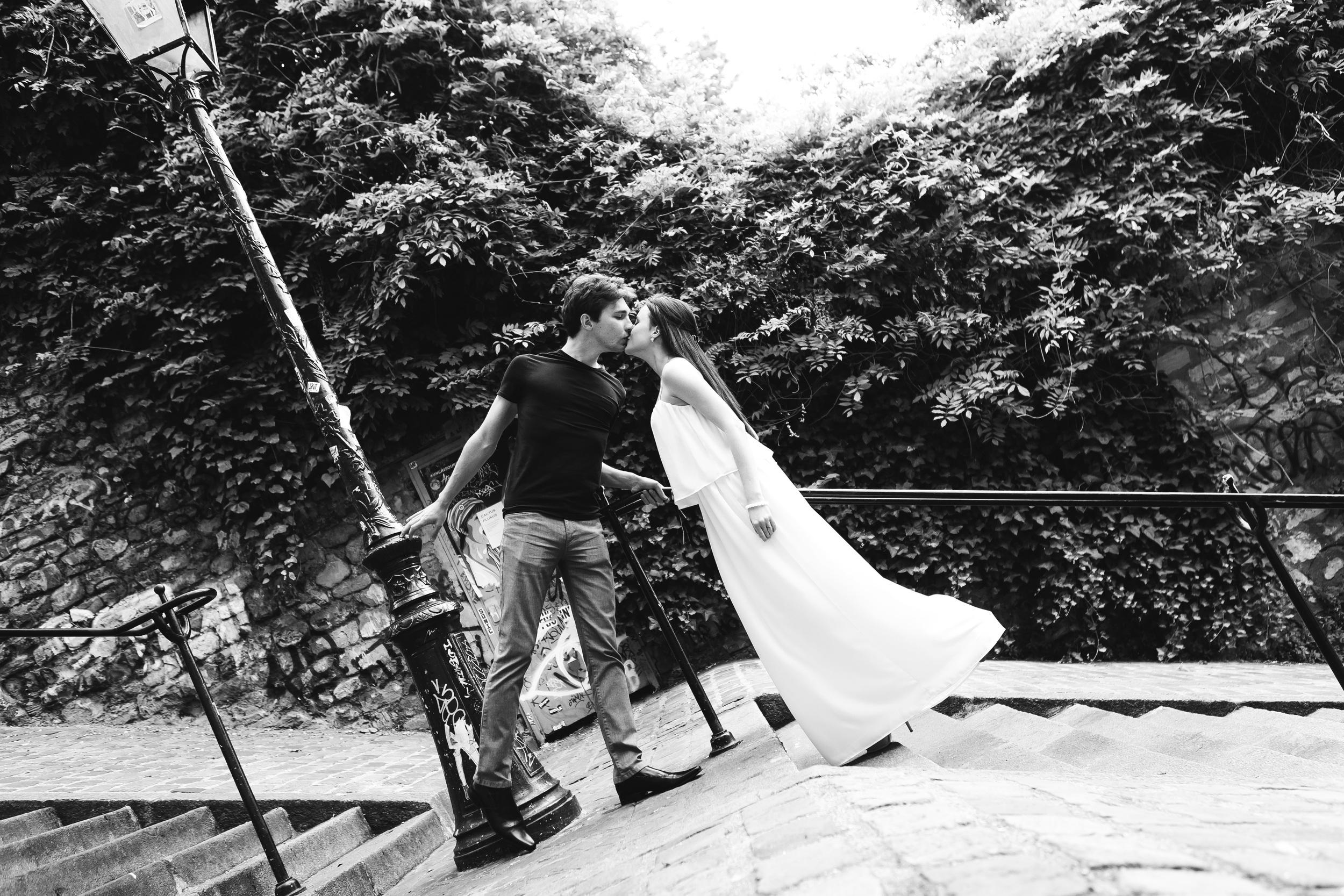 Photographer in Paris, Montmartre, Lovestory, France, engagement, iheartparisfr