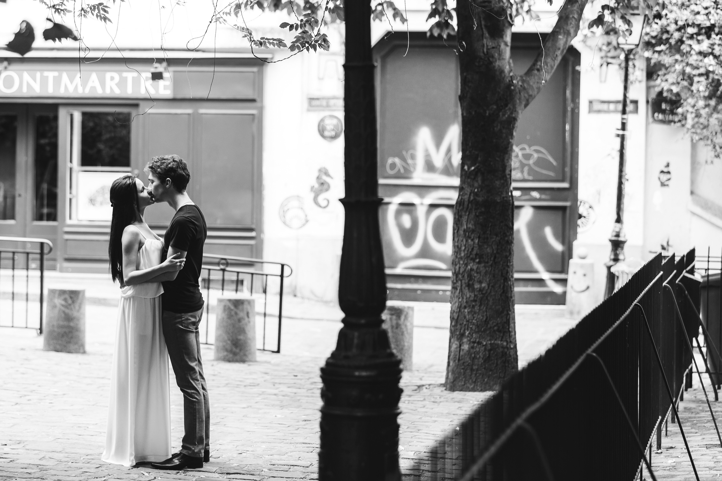 Photographer in Paris, Montmartre, Lovestory, France, love, iheartparisfr