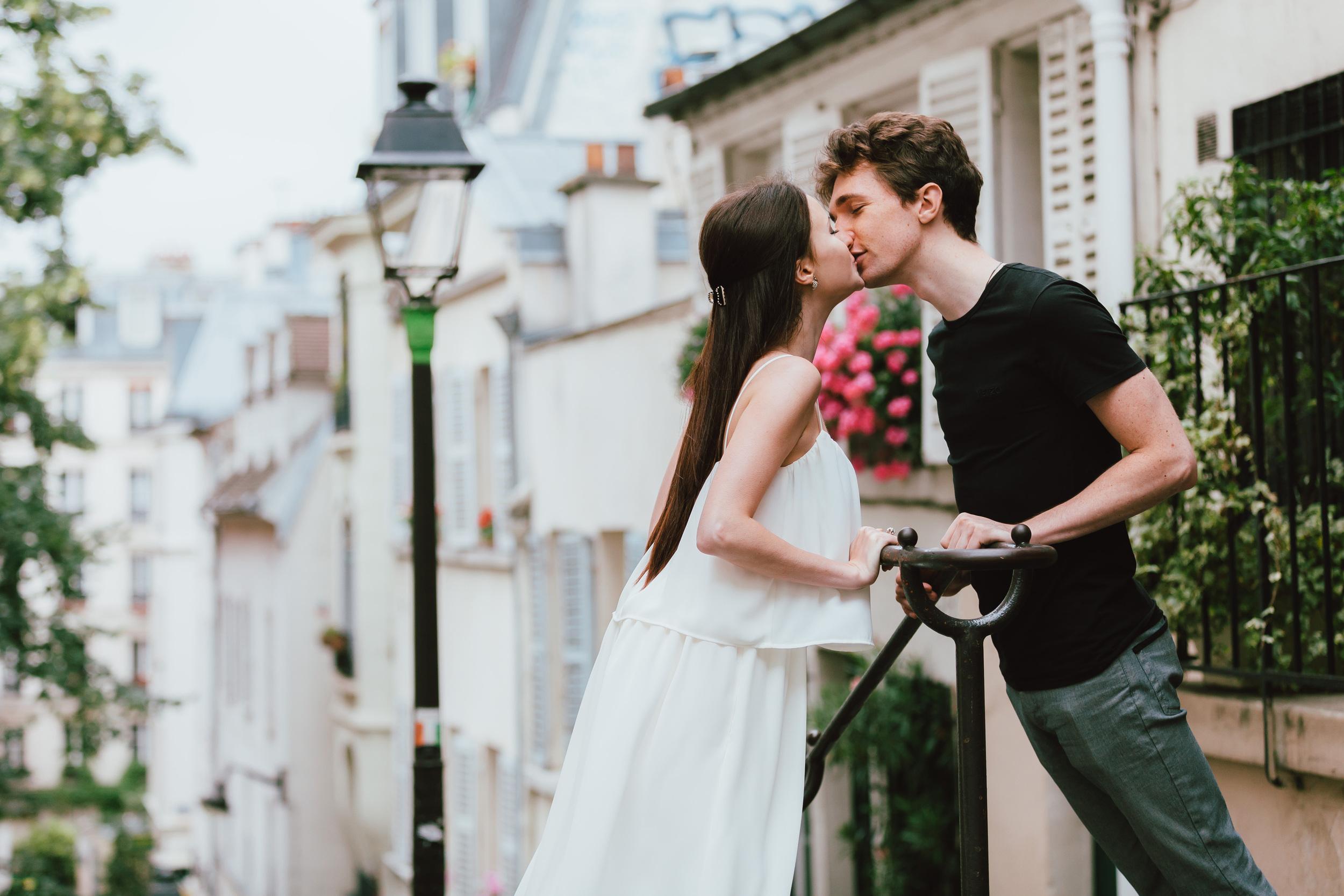 Paris Photographer, Montmartre, Lovestory, kiss, iheartparisfr