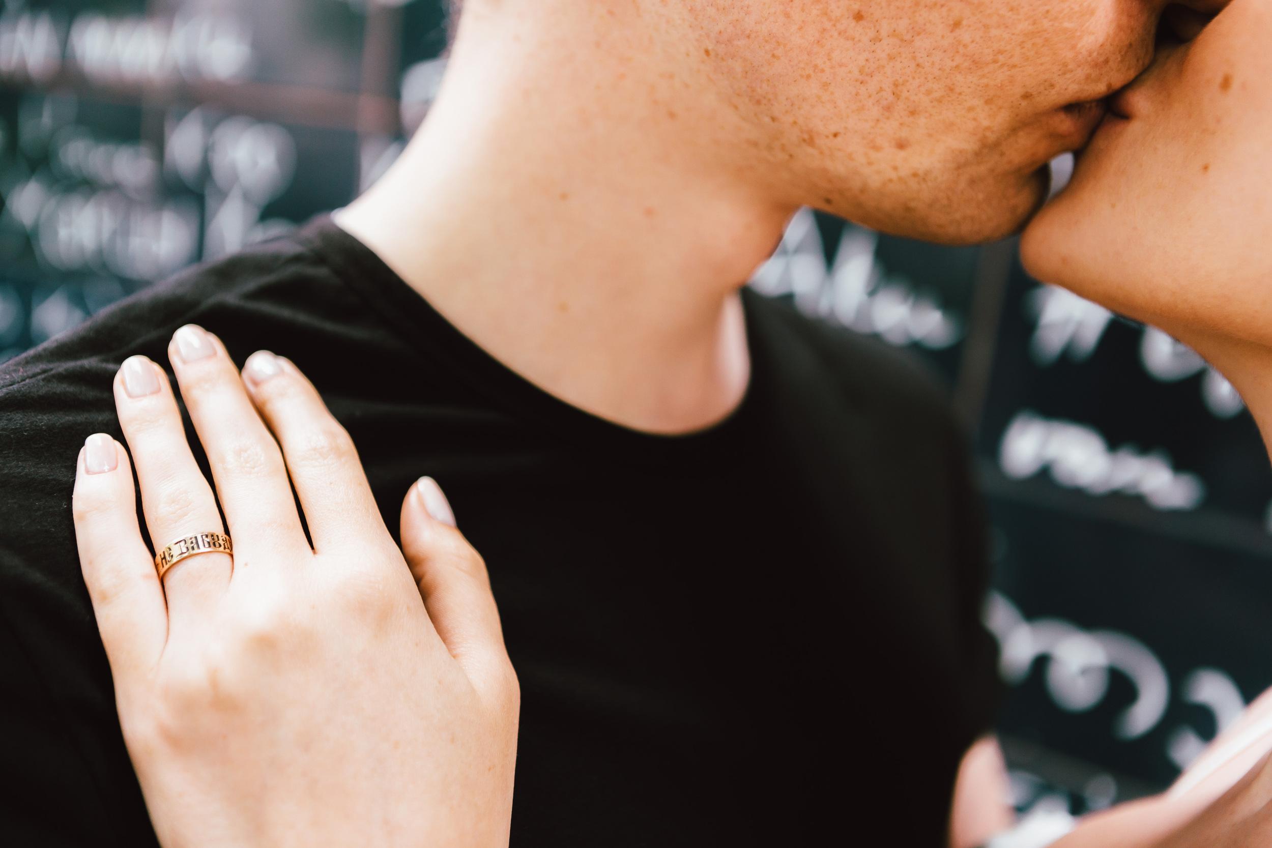 Photographer in Paris, Montmartre, Lovestory, kiss, iheartparisfr