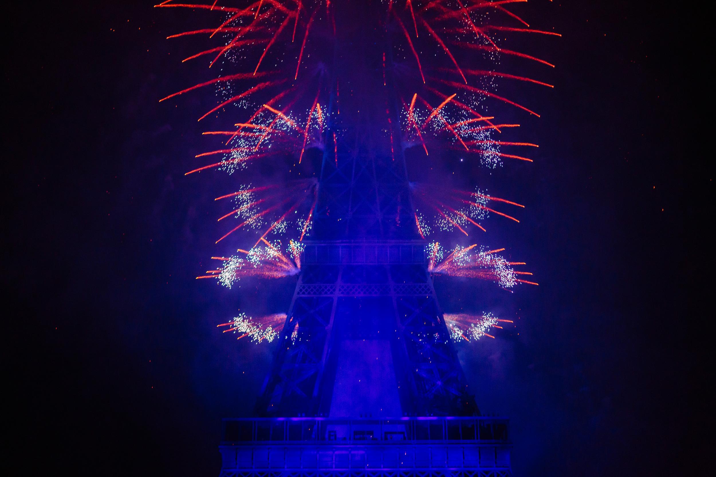 Photographer in Paris, Bastille day, Eiffel Tower, Iheartparisfr